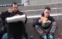 Chàng trai xin ăn người vô gia cư và cái kết rơi nước mắt