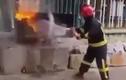 Ngỡ ngàng xem lính cứu hỏa dùng nước soda để dập lửa