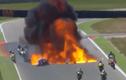 Rùng rợn mô tô bốc cháy dữ dội trên đường đua