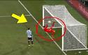 10 pha thủ môn cứu thua bằng chân không thể tin nổi