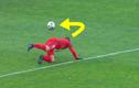 Những pha chuyền bóng kỹ thuật không tưởng của các cầu thủ