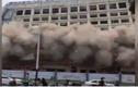 Tòa nhà 12 tầng đổ sụp như tận thế, dân tháo chạy