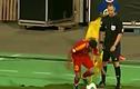 Những tình huống hài hước khi các cầu thủ đá phạt góc (2)