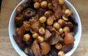Cách nấu thịt chân giò om nấm, hạt sen thơm ngon đơn giản