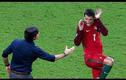 """Những tình huống """"hài hước"""" khi bắt tay trong bóng đá"""