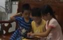 Video: Bố mẹ đang đầu độc con khi cho trẻ dùng smartphone thế này