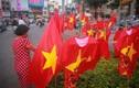 Rực trời cờ đỏ sao vàng khắp phố Sài Gòn trước trận chung kết U22 Việt Nam - U22 Indonesia