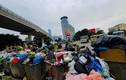 Rác lại ngập đường phố Hà Nội vì dân chặn bãi rác Nam Sơn