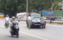 Clip chặn đầu xe xin tiền giữa Hà Nội