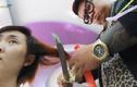 Nín thở xem clip cắt tóc bằng kiếm Nhật