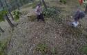 """Clip: Kinh hãi """"xác sống"""" xuất hiện trong rừng"""