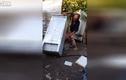 Bật cười gã say đánh nhau với tủ lạnh