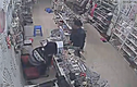 Clip: Trộm liều lĩnh cuỗm cả túi tiền trong siêu thị