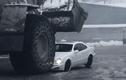 Xe khai mỏ khổng lồ nghiền nát xế sang Mercedes