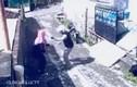 Hài hước tên cướp bị nạn nhân cướp xe máy