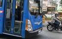 Vác hung khí đập vỡ kính xe buýt Sài Gòn: Hung thủ là ai?