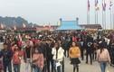 Hàng nghìn người chen chân lên chùa Tam Chúc lớn nhất thế giới ở Hà Nam