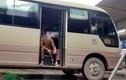 Dịch Covid-19: Tài xế xe khách ngồi hút thuốc lào, vắt chân nằm ngủ vì bến xe không có khách