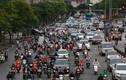 Nới lỏng cách ly xã hội, đường phố Hà Nội lại đông đúc