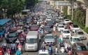 Đường phố ùn tắc, người dân Hà Nội nhích từng mét giờ cao điểm