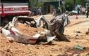 """Video: Khoảng khắc xe """"hổ vồ"""" đè bẹp Toyota Vios, 3 người chết"""