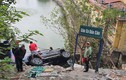 Hà Nội: Xe 7 chỗ bất ngờ lao xuống hồ, 4 người thoát chết