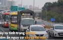 Video: Bất chấp biển cấm ô tô vẫn quay đầu trên cầu Thăng Long