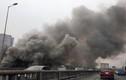 Cháy lớn ở chợ Xanh Linh Đàm, cột khói bốc cao hàng trăm mét