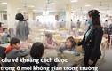 Video: Học sinh ngồi ăn qua vách ngăn khi trở lại trường