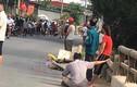 Video: Thi thể người phụ nữ biến dạng vì bị xe đầu kéo đâm