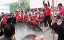 Pháo nổ tung trời giữa lễ hội Côn Sơn, dân phấn khích