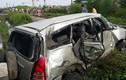 Tàu hỏa đâm văng ô tô 30m, lái xe bị thương nặng