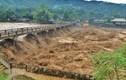 Mưa lũ làm nhiều người chết, hàng nghìn ngôi nhà bị sập, ngập