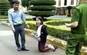 UBND tỉnh Đắk Lắk nói gì vụ giáo viên quỳ gối gửi đơn trước trụ sở?