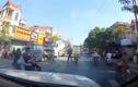 Đôi nam nữ ngã ra đường khi va chạm cán bộ công an