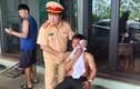 Trưởng phòng CSGT Thanh Hóa đập vỡ kính ô tô cứu nạn nhân TNGT