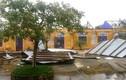 Video: Bệnh viện, trường học tốc mái do bão số 13 Vamco