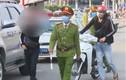 Video: Quên đeo khẩu trang vì lý do 'kỳ cục', nhiều người bị mời về phường
