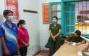 2 cán bộ y tế nhận hối lộ, cho người qua chốt kiểm soát COVID-19