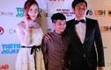 Vợ chồng Hồ Hoài Anh đưa Quang Anh đi dự Cống hiến