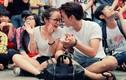 Con gái Thanh Lam tình tứ cùng bạn trai gây sốt