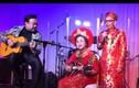 Mẹ Hoài Linh hát trong lễ kỷ niệm 50 năm ngày cưới