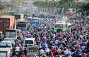 Người dân TP HCM ùn ùn về quê, giao thông kẹt cứng