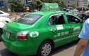 Taxi Mai Linh đâm CSGT, dân ném đá mới chịu dừng
