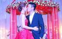 Á hậu Diễm Trang hôn chồng đắm đuối trong lễ cưới