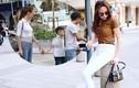 Đàm Thu Trang nắm tay Subeo đi chơi với Cường Đô la