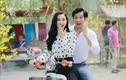 Hà Thu chở Thanh Thức đi chợ quê bằng xe máy