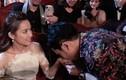 Trường Giang cầu hôn Nhã Phương khiến lễ trao giải bị cắt vì lố sóng?