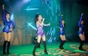 Hương Tràm mặc quyến rũ, biểu diễn máu lửa trên sân khấu