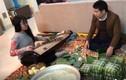 Con gái ca sĩ Trọng Tấn đệm đàn cho bố gói bánh chưng